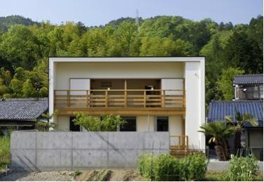 岩崎の二世帯住宅の部屋 外観2(撮影:EIICHI TAKAYAMA)
