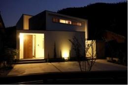 岩崎の二世帯住宅 (外観-夜景(撮影:EIICHI TAKAYAMA))
