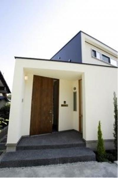 岩崎の二世帯住宅 (玄関1(撮影:EIICHI TAKAYAMA))