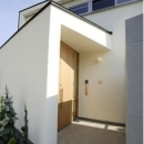 岩崎の二世帯住宅の写真 玄関2(撮影:EIICHI TAKAYAMA)