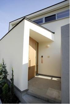 岩崎の二世帯住宅の部屋 玄関2(撮影:EIICHI TAKAYAMA)