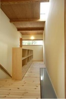岩崎の二世帯住宅 (子世帯階段ホール(撮影:EIICHI TAKAYAMA))