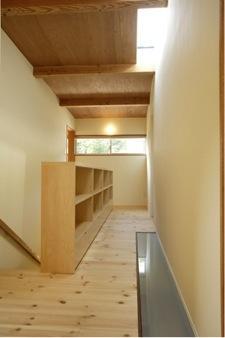 子世帯階段ホール(撮影:EIICHI TAKAYAMA) (岩崎の二世帯住宅)