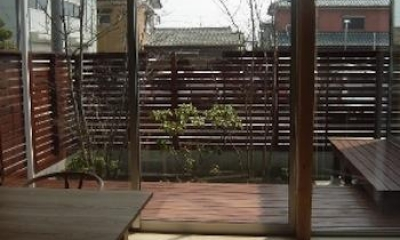 ダイニングより中庭を見る|A-House