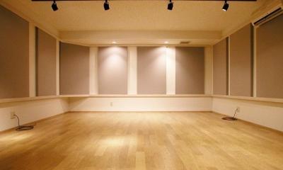 倉庫がスタジオに生まれ変わった元町の家 (音楽スタジオ)