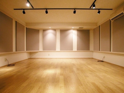 音楽スタジオ (倉庫がスタジオに生まれ変わった元町の家)