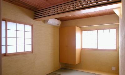 倉庫がスタジオに生まれ変わった元町の家 (木のぬくもりにつつまれた和室)