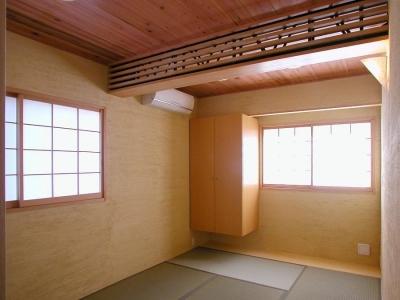木のぬくもりにつつまれた和室 (倉庫がスタジオに生まれ変わった元町の家)