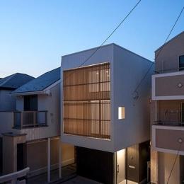 白糸台の家 (外観-夜景(撮影:平井広行))