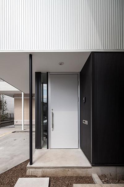 白糸台の家 (玄関-外(撮影:平井広行))