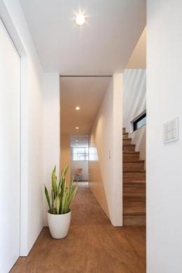 白糸台の家 (1階廊下(撮影:平井広行))