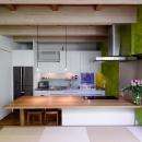 N/HOUSEの写真 リビングよりキッチンを見る(撮影:布施貴彦)