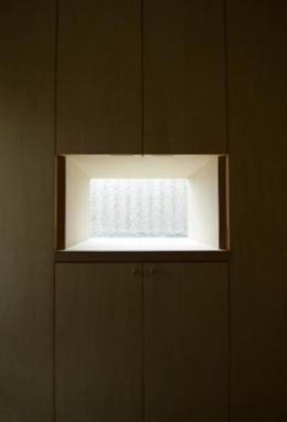 楠葉の家 (玄関収納の一部を飾り棚に)