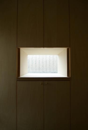 楠葉の家の部屋 玄関収納の一部を飾り棚に