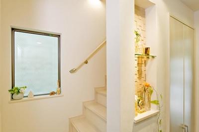 階段 (建築面積約9坪でここまで広い家)