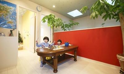 """奥様の理想のイメージを叶えた""""ハンプトンデザイン""""の空間 (3階ホール・フリースペース)"""