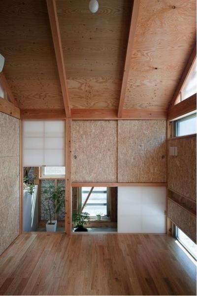 離れのような土間付きの個室 (『外・〈外〉・《外》』家の中に家がある!)