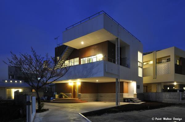 建築家:前田 慎「図書階段のある家」