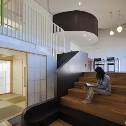 図書階段 (図書階段のある家)