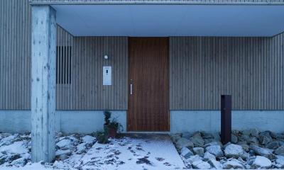 玄関ドア|新川の家