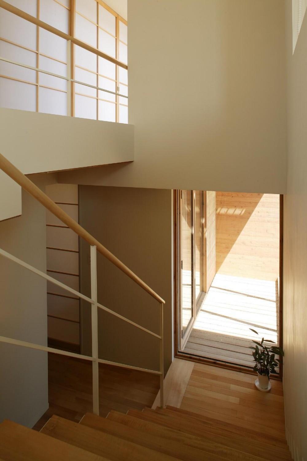 新川の家 (階段1)