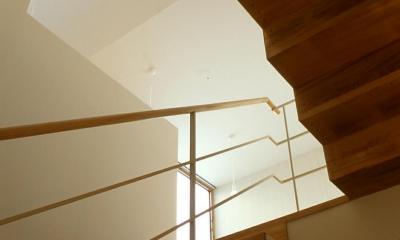 新川の家 (階段2)