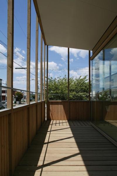 2階バルコニー1 (新川の家)
