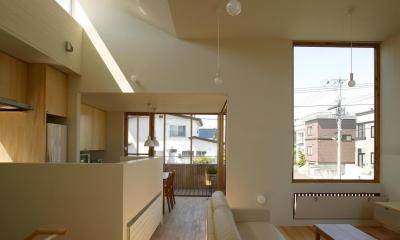 新川の家 (居間、台所1)