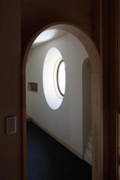 茶室待合の入口 (新琴似K邸―庇のある家―)