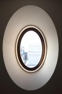 新琴似K邸―庇のある家― (茶室待合の楕円窓)