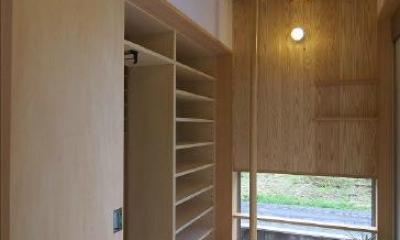 大きな収納付き玄関|玉村T邸・垂木舟底天井の快適平屋
