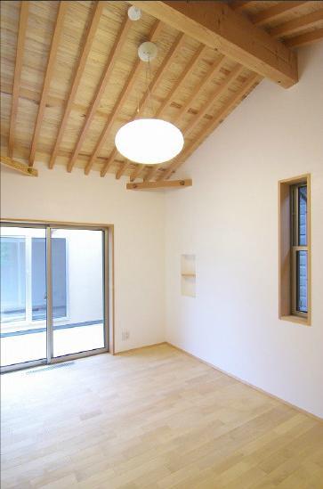 玉村T邸・垂木舟底天井の快適平屋の部屋 ベッドルーム