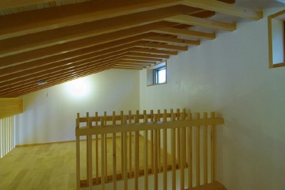子供室ロフト (玉村T邸・垂木舟底天井の快適平屋)