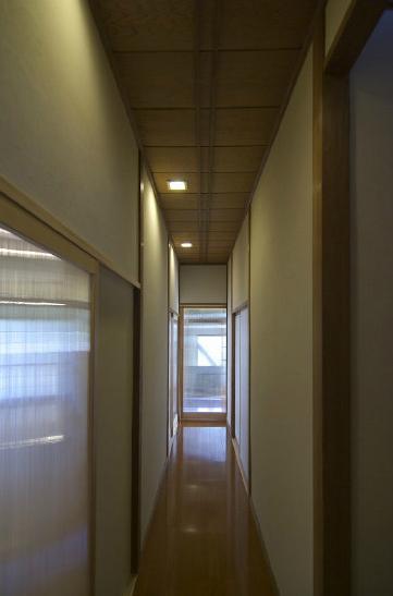 高崎S邸・高気密高断熱化・暖かく生まれ変わった家 (廊下1)