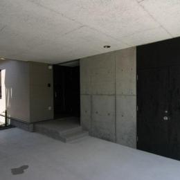 泉の家 (駐車場と玄関)