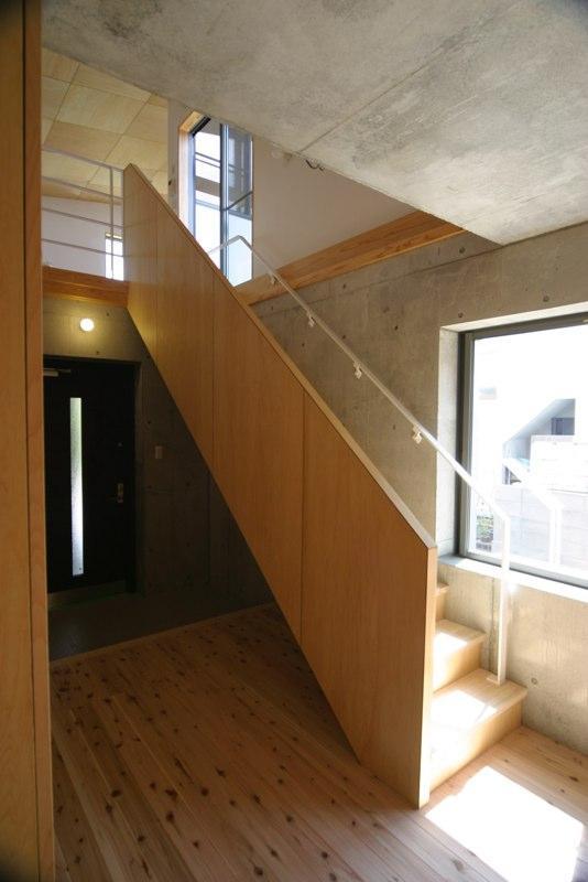 泉の家の部屋 玄関と階段
