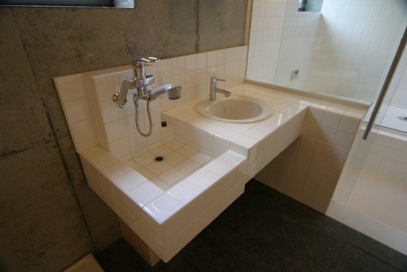 泉の家の部屋 洗面台