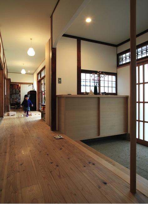 寒川の家の部屋 玄関(撮影:上田明)