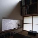 事務コーナーと玄関の間のガラス(撮影:上田 明)