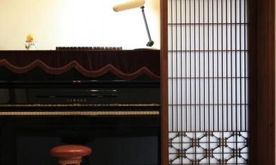 広縁に置かれたピアノ(撮影:上田明)|寒川の家