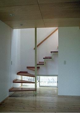 竜ヶ崎の家 (2階に上がる階段)