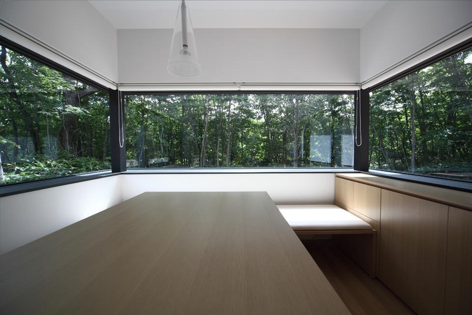 大沼 森の家の部屋 ダイニング(撮影:Adachi Osamu)