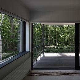 大沼 森の家 (2階テラス(撮影:Adachi Osamu))