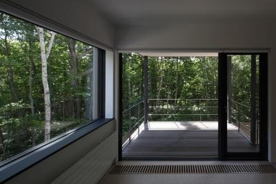 2階テラス(撮影:Adachi Osamu) (大沼 森の家)