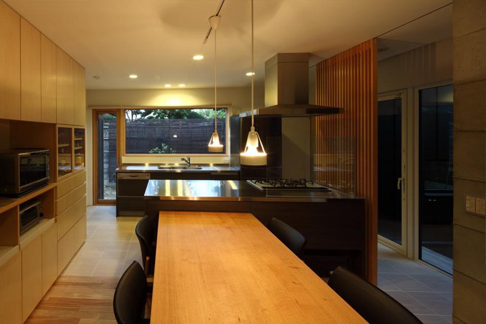 真駒内土間のある家の部屋 キッチン(撮影:Adachi Osamu)