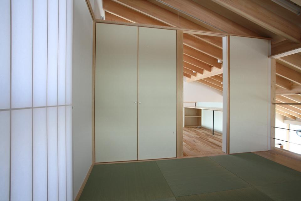 真駒内土間のある家の部屋 和室(撮影:Adachi Osamu)