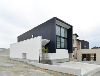 外観1 (I邸・リビング階段に囲まれた吹抜けのプライベート空間)