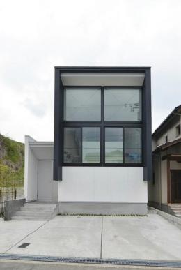 I邸・リビング階段に囲まれた吹抜けのプライベート空間 (外観2)