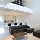 戸井建一郎の住宅事例「I邸・リビング階段に囲まれた吹抜けのプライベート空間」