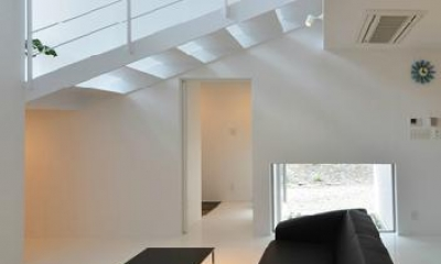 吹き抜けのリビング3|I邸・リビング階段に囲まれた吹抜けのプライベート空間